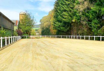 Reitplatz auf dem Pferdehof